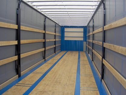 13.60 m - 45ft Steel van / Curtain side swap body